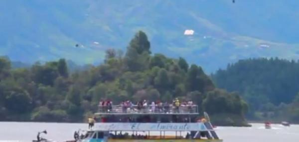 Boat with 150 tourists aboard sinks in Colombia, Boat sinks in Colombia,Colombia Boat sinks